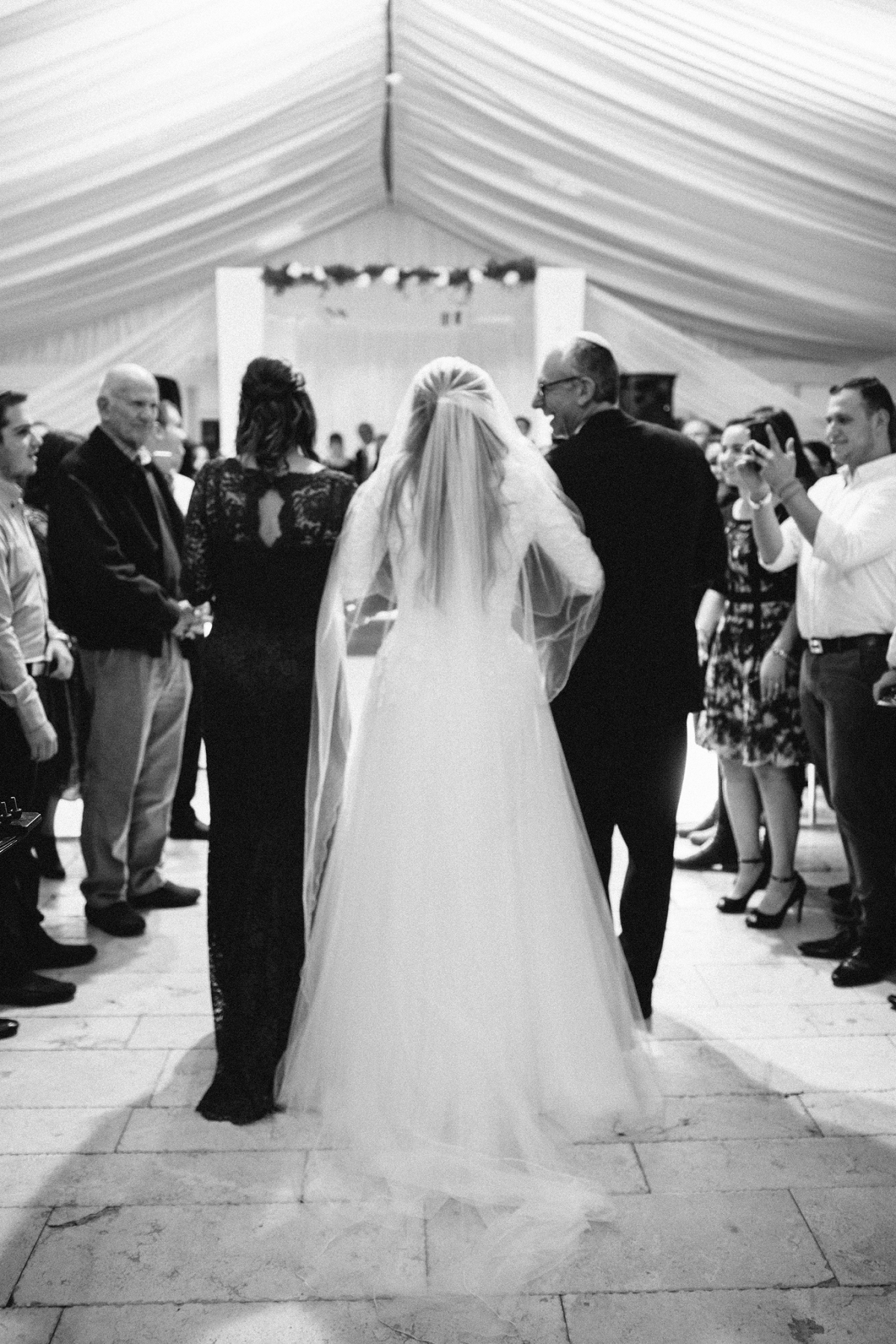 Bride walking to Chuppah _Shoresh Israel Wedding_Sigala Photography
