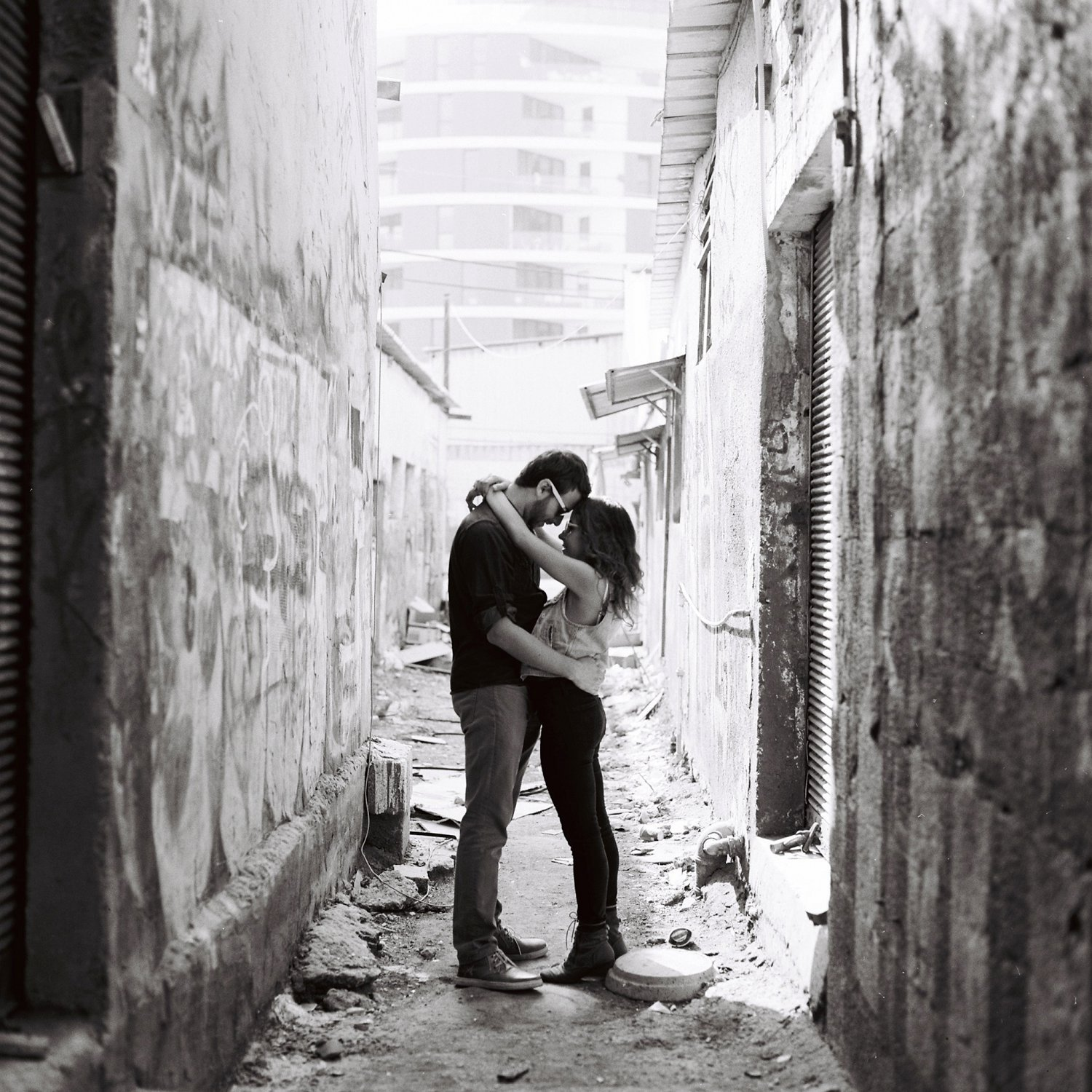 Couple embracing - Florentin Tel Aviv Engagement Session - Sigala Photography