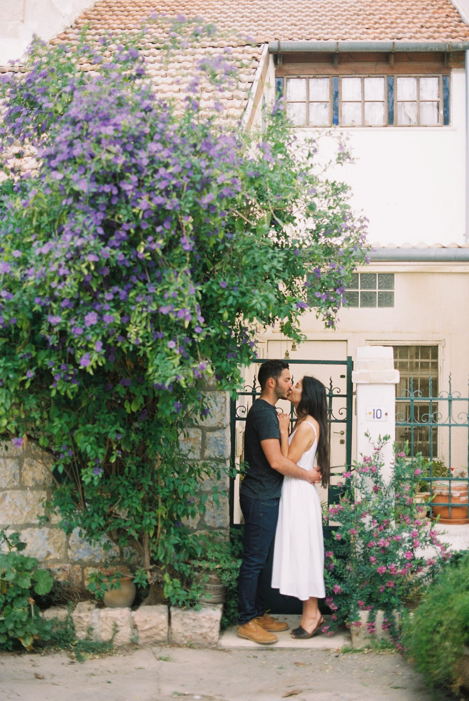 Couple kissing under a bush during their Nachlaot engagement session